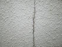 壁のひび割れ